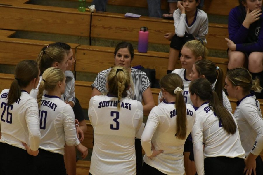 Coach Ashley Gilpin talking to the trojan volleyball team during a timeout.