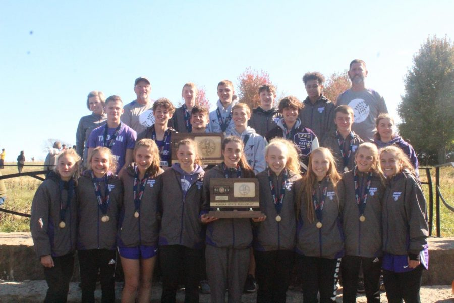 The boys and girls team stand together for a picture after the awards ceremony at the state meet.