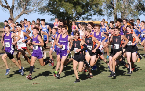 Varsity boys race starts off with large pack