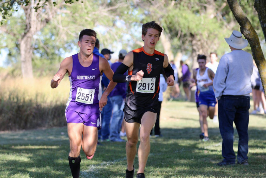 Luke Gleason fights with Smoky Valley runner for first place